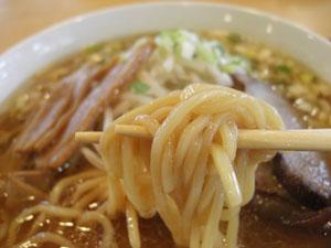 レストハウスうめりあ ししラーメン 麺拡大