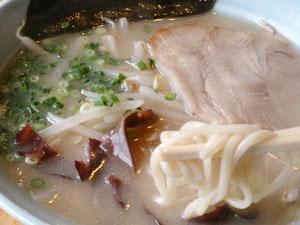 グラーバー亭 タレ豚骨ラーメン 麺拡大