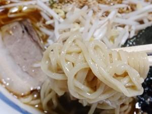 金太郎 しょう油豚骨ラーメン 麺拡大