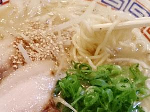 炉ばた 和 しょう油豚骨ラーメン 麺拡大