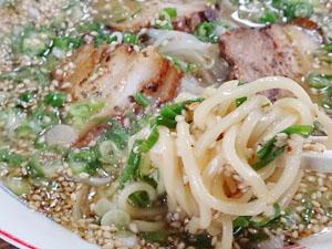 うな川 しょう油豚骨ラーメン 麺拡大