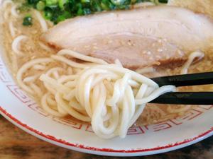 三男坊 しょう油豚骨ラーメン 麺拡大