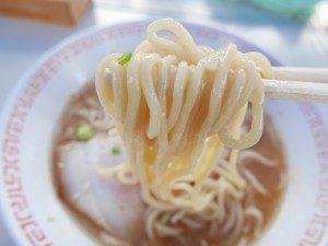 風来山人 翁 ラーメン 麺拡大