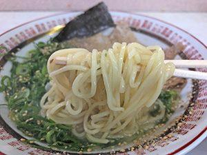 二代目ラーメンカヨ ネギチャーシューメン 麺拡大