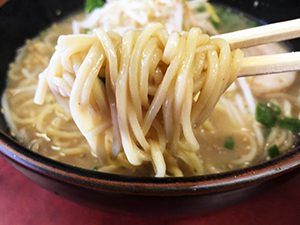 中華料理 山海楼 ラーメン(とんこつ味)麺拡大