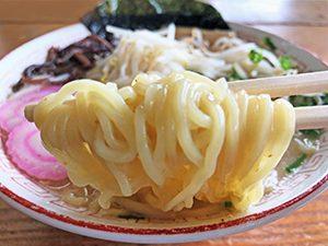 食事処しおさい しおさいラーメン 麺拡大
